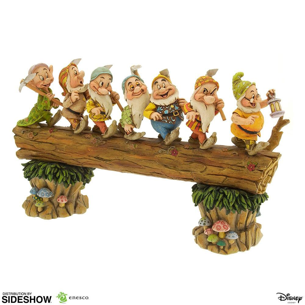 Photo du produit DISNEY SHOWCASE COLLECTION STATUETTE SEVEN DWARFS MASTERPIECE (BLANCHE NEIGE) 30 CM