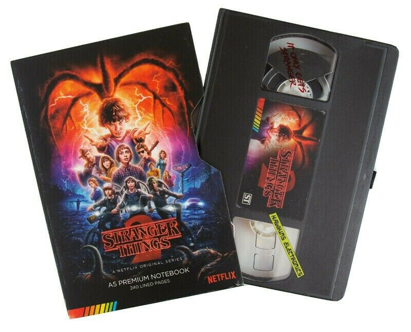 Photo du produit STRANGER THINGS CARNET DE NOTES PREMIUM A5 VHS (S2)