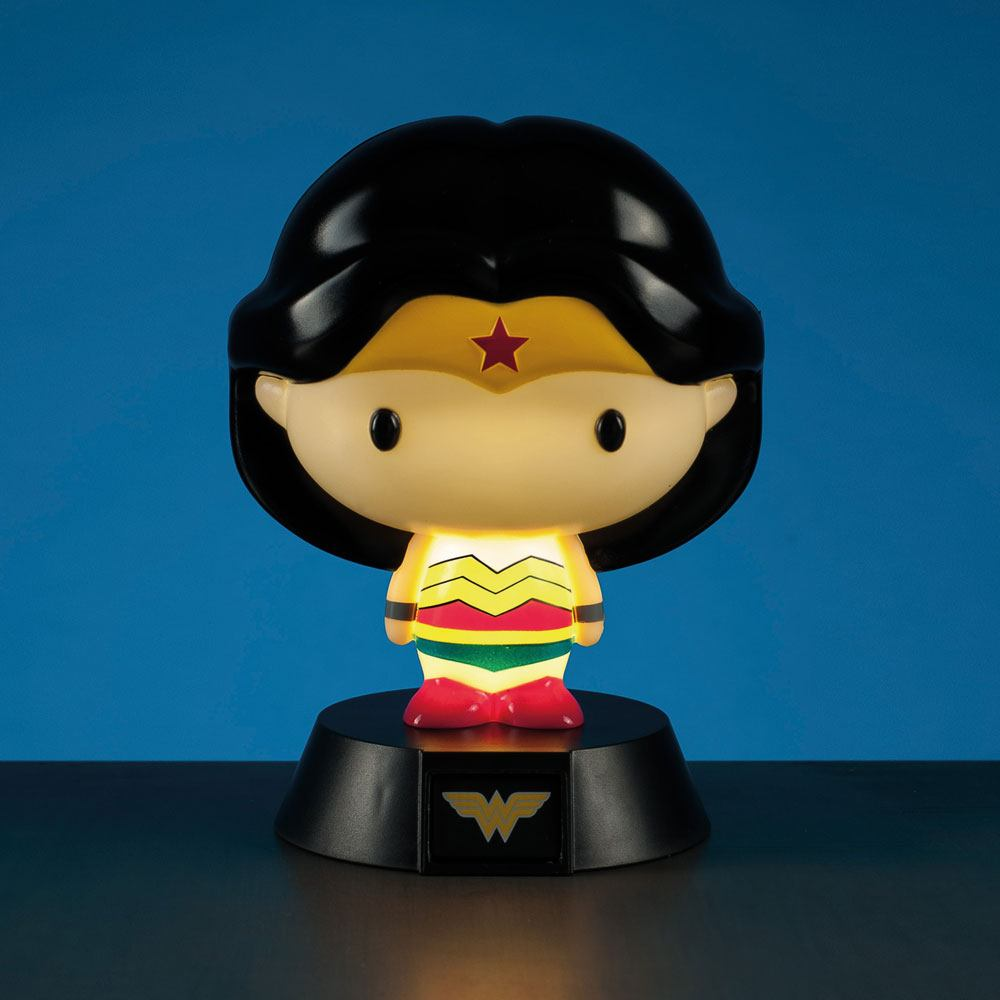Photo du produit DC COMICS VEILLEUSE 3D WONDER WOMAN 10 CM