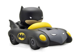 JUSTICE LEAGUE TIRELIRE CHIBI PVC BATMOBILE 17 CM