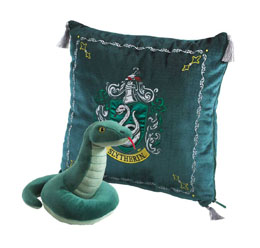 HARRY POTTER OREILLER AVEC PELUCHE HOUSE MASCOT SLYTHERIN