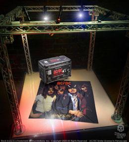Photo du produit AC/DC STATUETTE ROCK IKONZ ON TOUR HIGHWAY TO HELL CAISSE DE TOURNÉE + DÉCOR DE SCÈNE Photo 3