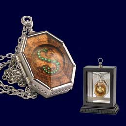 REPLIQUE MEDAILLON HORCRUX DE SALAZAR SERPENTARD
