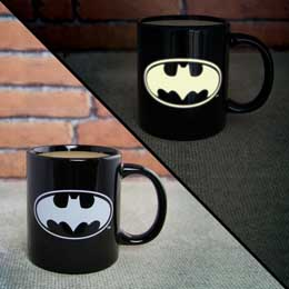 DC COMICS MUG GLOW IN THE DARK BATMAN LOGO